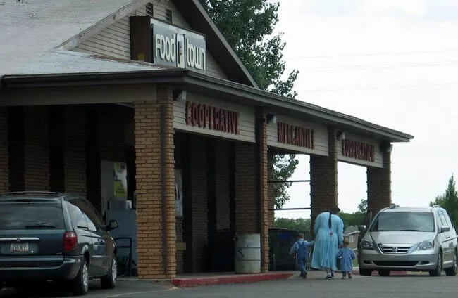 Hay còn gọi là Thị trấn Đa thê (Polygamyville)