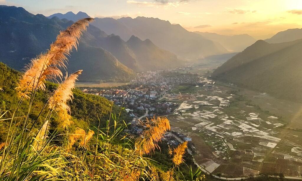 Thung lũng Mai Châu nhìn từ trên cao.