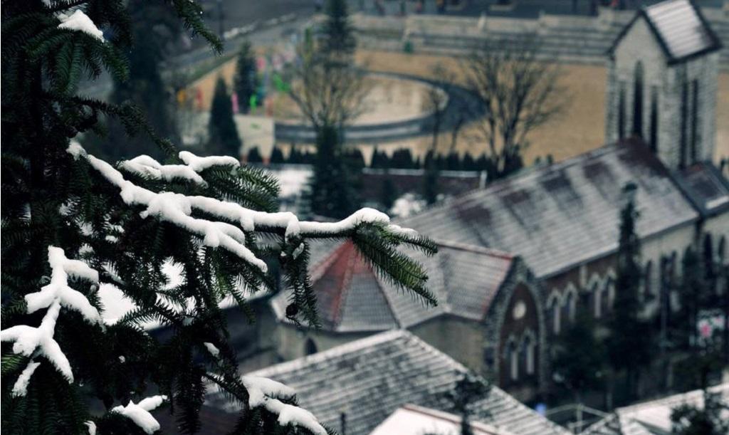 Nhà thờ đá săn tuyết Sapa