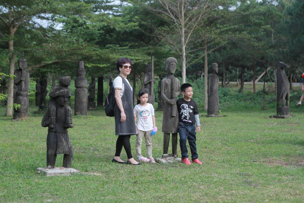 Khu tượng gỗ làng văn hóa