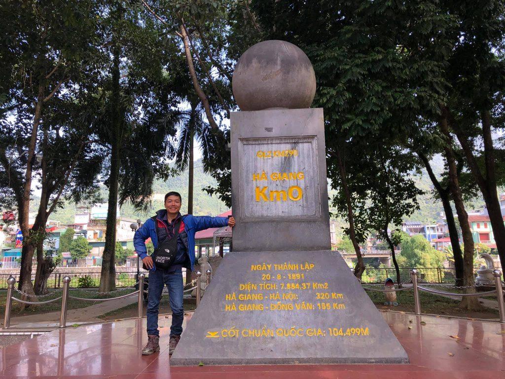 Check-in cột mốc Km0 Hà Giang