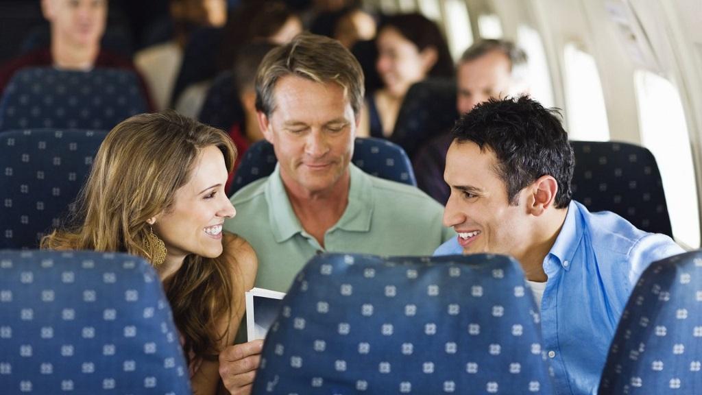 Nói chuyện khi đi máy bay