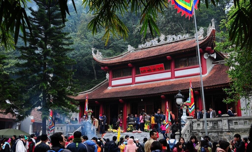 du lịch Thiền viện Trúc Lâm Tây Thiên đầu năm