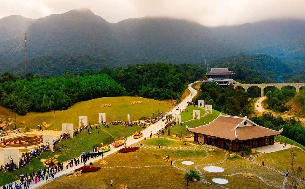 du lịch chùa đầu năm yên tử