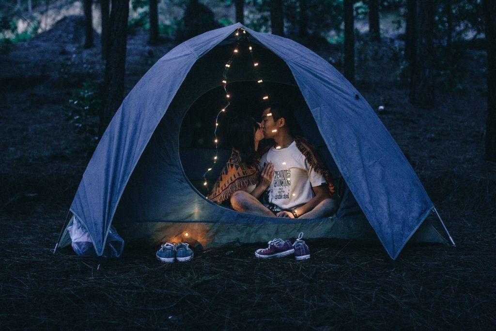 Cắm trại qua đêm khi du lịch núi Hàm Lợn