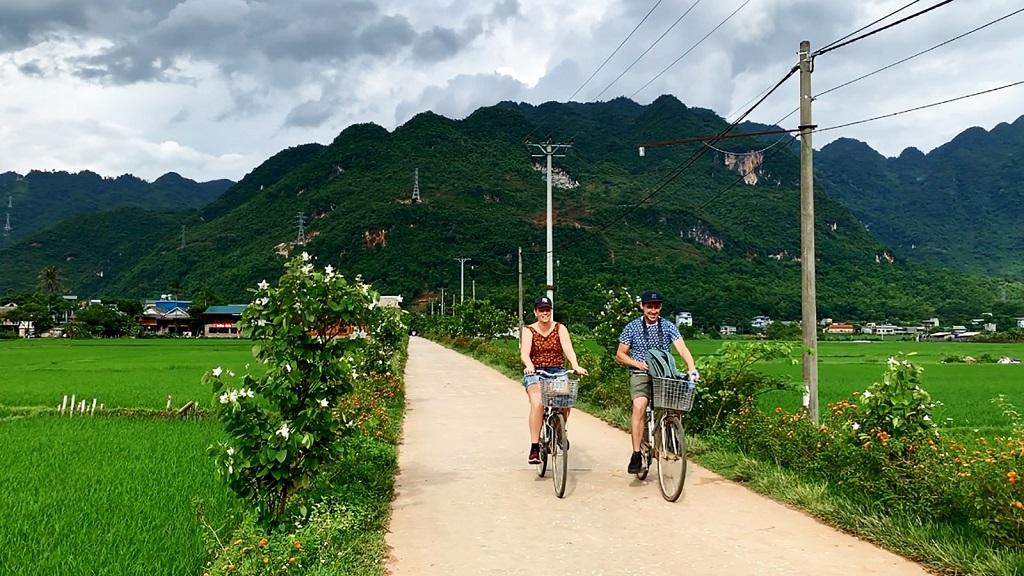 Đến Mai Châu nên đi xe đạp để di chuyển giữa nhiều nơi