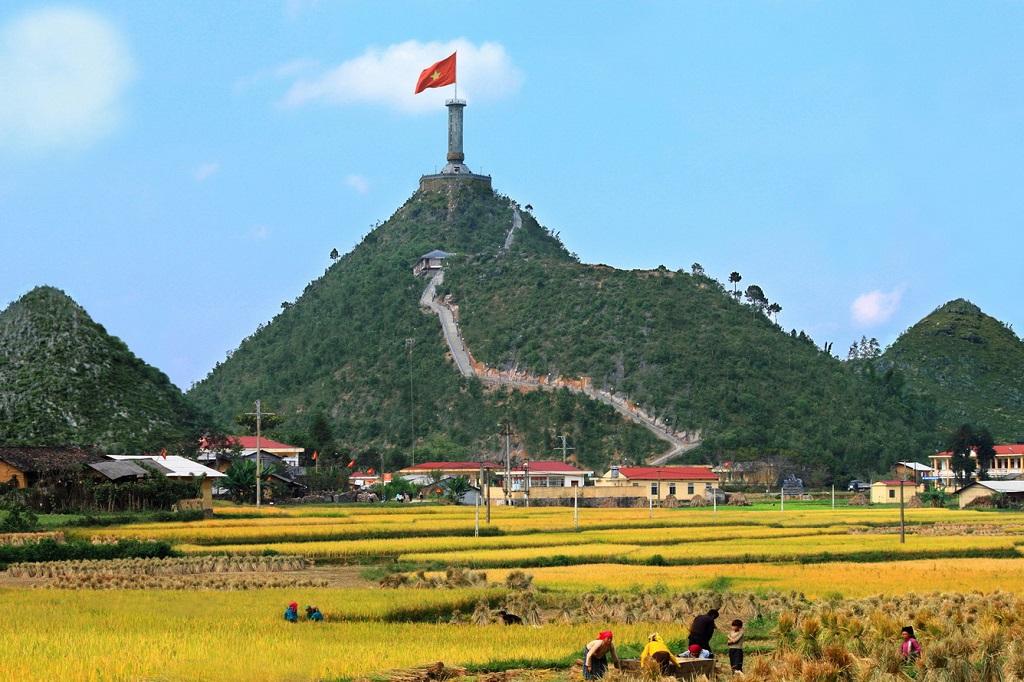 Tới cột cờ Mai Châu để ngắm cảnh