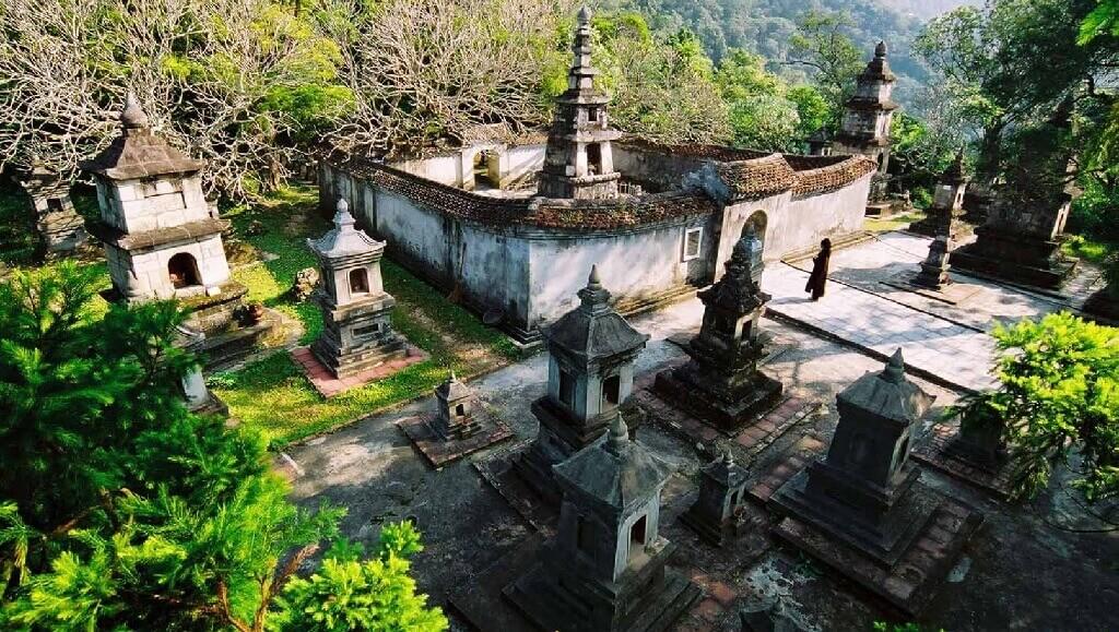 Vườn tháp Huyền Quang