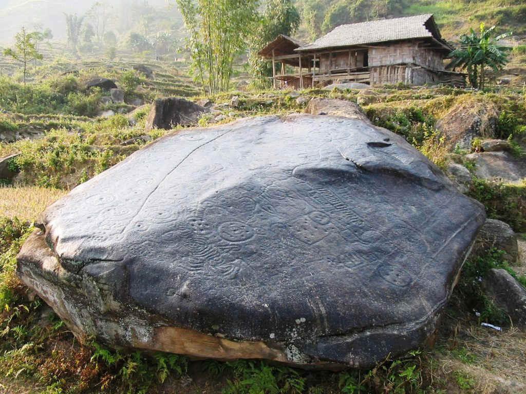 Bãi đá cổ Xín Mần
