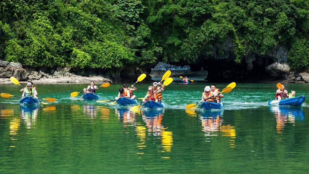 boi-thuyen-kayak-vuon-quoc-gia-cuc-phuong