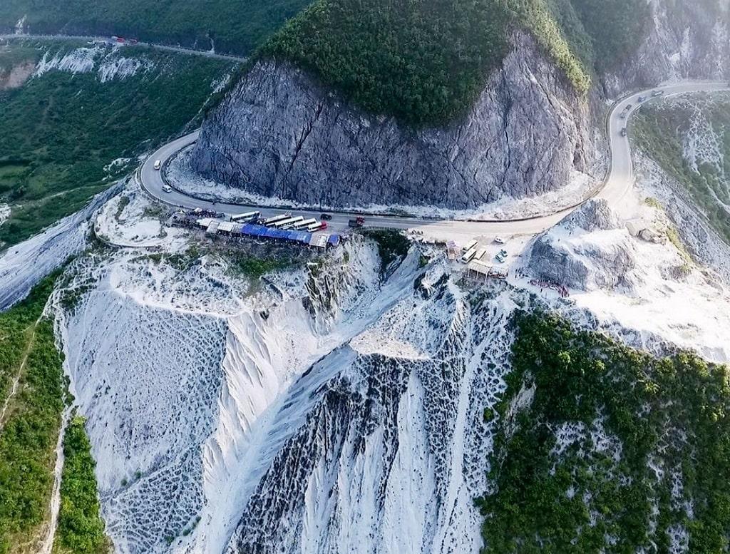 Bạn cần đi qua đèo Thung Khe để đến Ba Khan