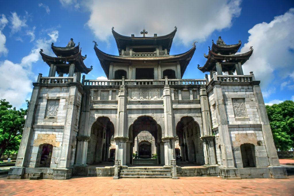 cong-chinh-nha-tho-phat-diem