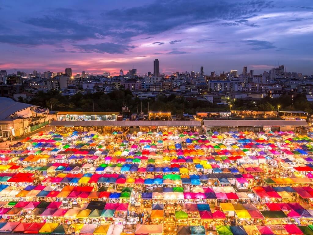 Chợ Xe Lửa Talad Rod Fai, Thái Lan